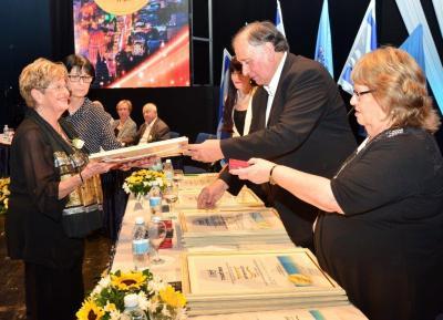 Ada Aharoni receives the Haifa Honorary Citizen Award